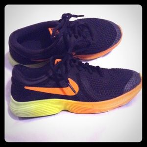 Nike revolution 4 running sneakers